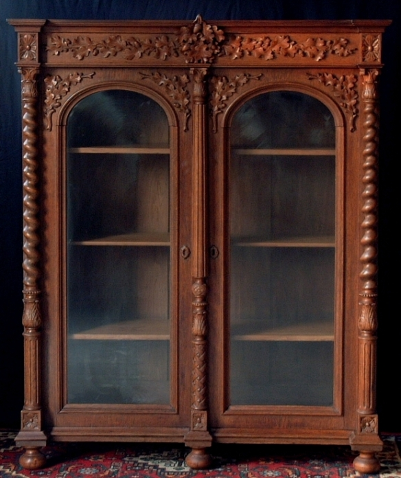Black_forest_arms_cabinet_01