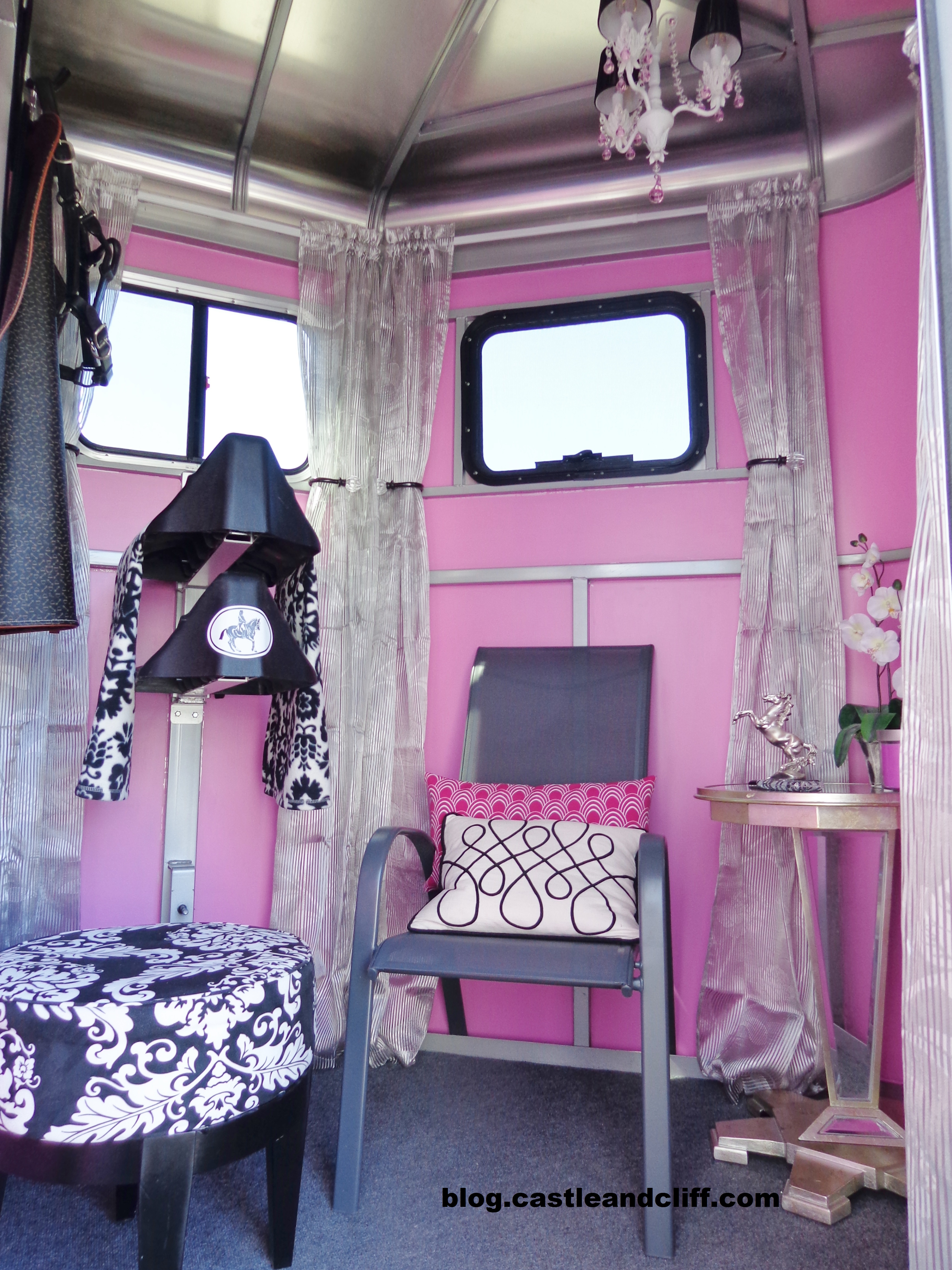 Horse trailer glam over castle and cliff blog for Room decoration ideas organization
